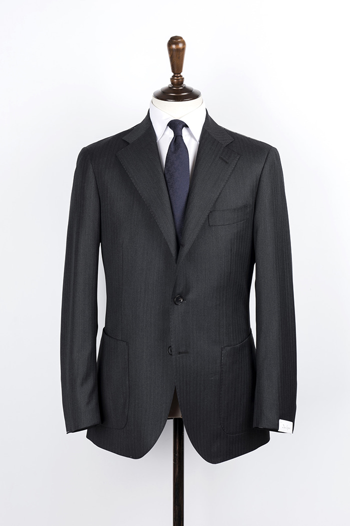 dark grey herringbone suitduesignori(두에시뇨리)