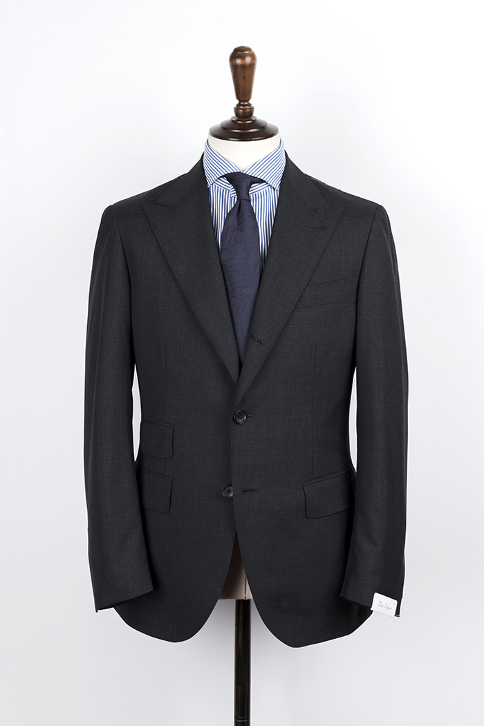 Dark Gray Color Peaked Lapel Suit 120's (Ticket Pocket) duesignori(두에시뇨리)