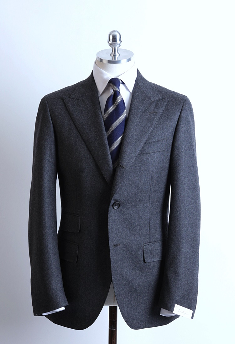 Dark Gray Color Peaked Lapel SuitDuesignori(두에시뇨리)